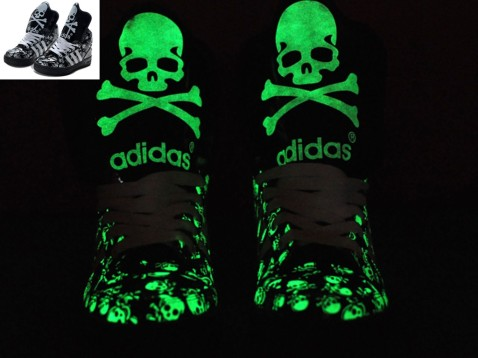 Glow_In_The_Dark_JS_Big_Tongue_Skull_Black_Knight